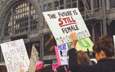 """Texto sobre """"Feminismos"""" de nossa formanda Isabela"""